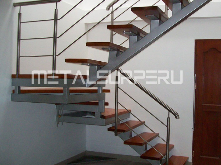 Escaleras de metal metalsur peru for Escaleras metal madera para interiores