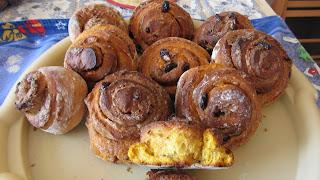 готовые булочки с тыквой и клюквой