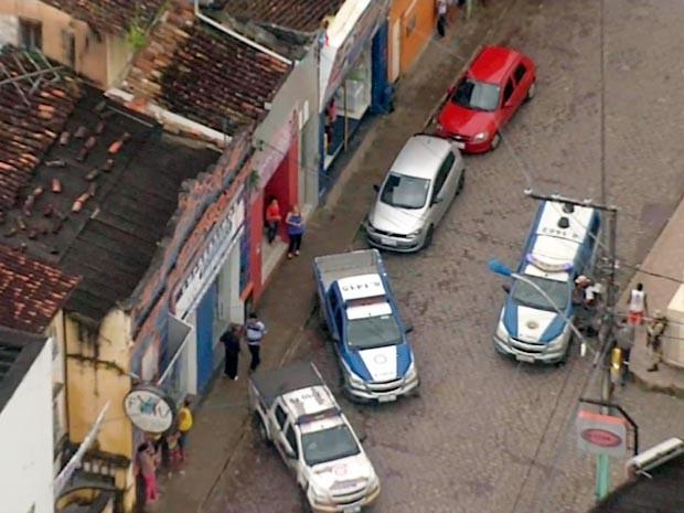 Família de gerente é feita refém na cidade de Nazaré, na Bahia (Foto: Reprodução/TV Bahia)