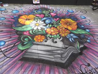 Streetart Festival Wilhelmshaven 2012, von Jamila Hamaida aus Frankreich Blumen liegen auf Buch.