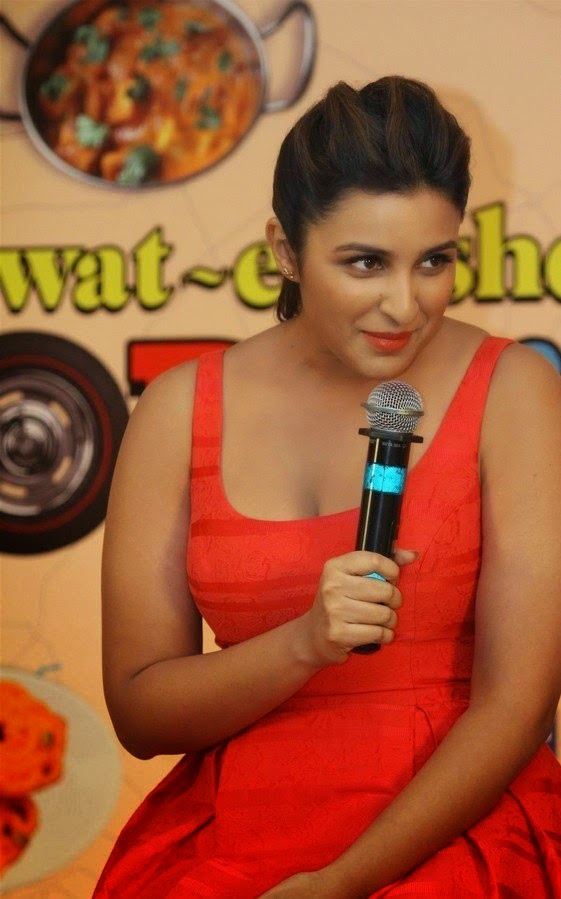 parineeti chopra hot cleavage hd photo