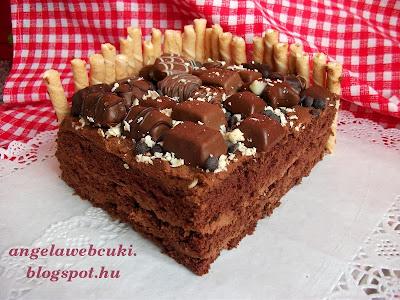 Egy jó nagy szelet a csokoládés bonbonos tortából.