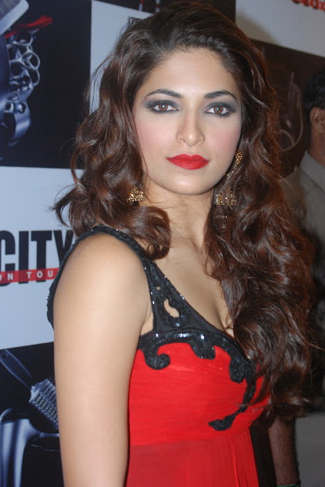 parvathy omanakuttan at matrix fashion actress pics
