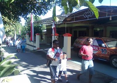 Di Depan Rumah Ibu Kepala Desa/Bp.Putut Hartanto Jloko Etan