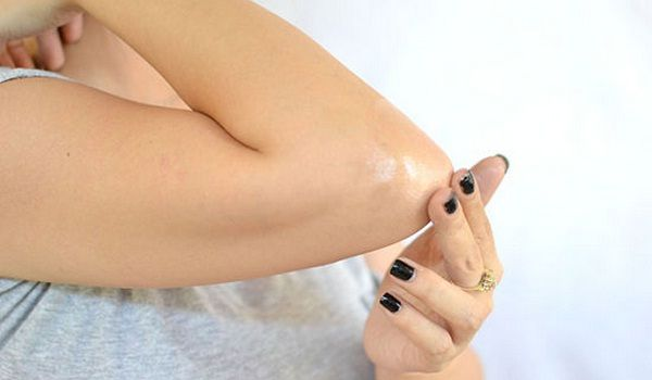 Home remedies to lighten dark elbows naturally