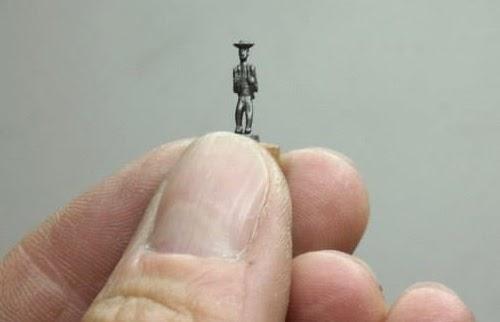 22-Jarek-Lenski-Graphite-Lead-Pencils-made-into-Complex-Sculptures-www-designstack-co