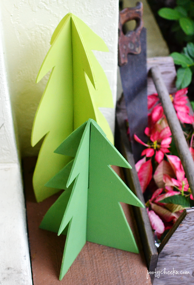 DIY Wooden Christmas Trees - a great outdoor decoration.