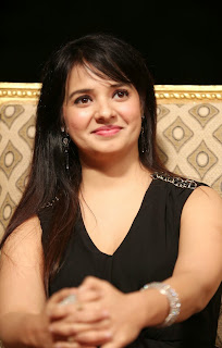 Saloni Aswani in Beautiful Black Gown at Gama Awards Lovely Cute Smile