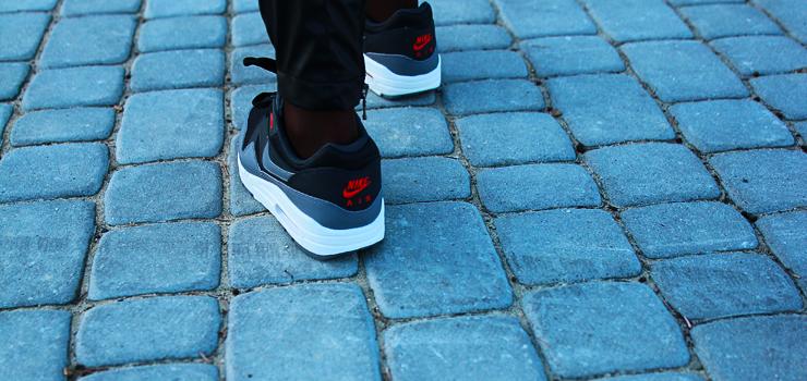 z czym nosić sneakersy