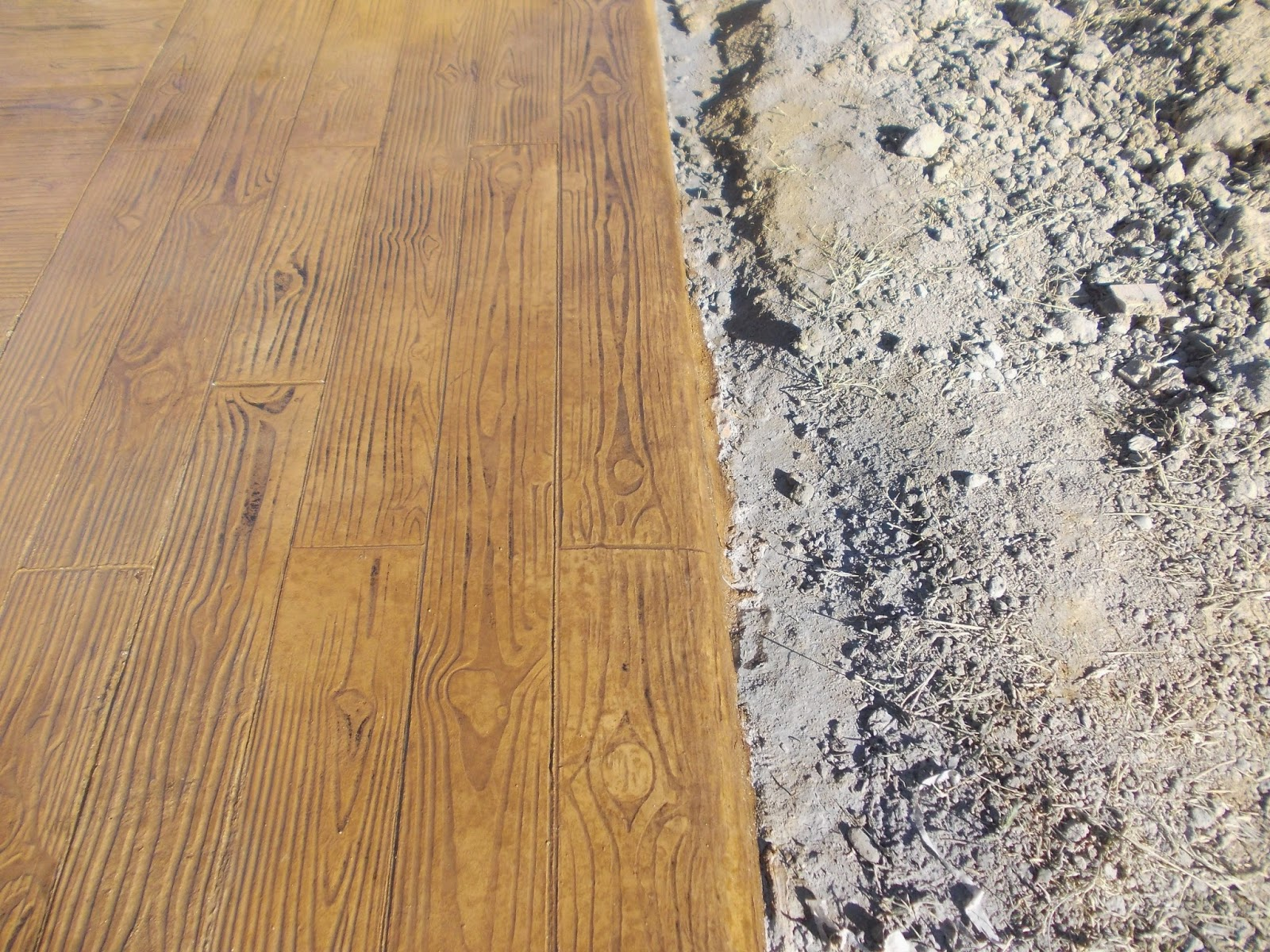 Pavimento continuo de hormig n impreso tabla de madera en for Hormigon impreso sobre hormigon