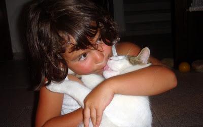 Beso puerco de una gata