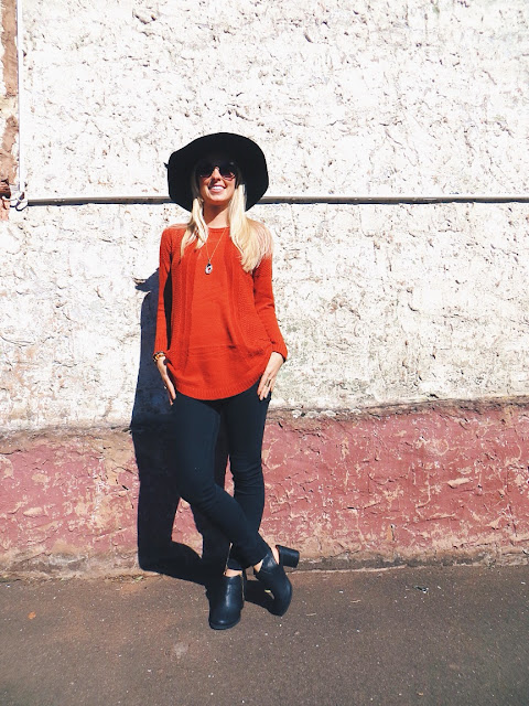 CN Direct orange knit sweater, Song Yee Designs circle agate geode slice necklace, Oasap floppy hat, Deb open heel booties, minimalist outfit, travel outfit, pumpkin spice