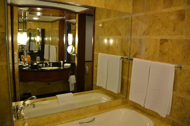 Mandarin Oriental Hotel KL bathroom