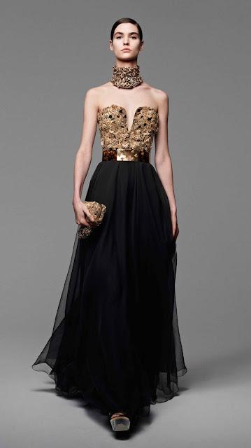 Alexander McQueen, se inspira en la miel y las abejas,  para vestir a una mujer femenina y muy sensual, esta es la propuestas de  primavera verano 2013 10