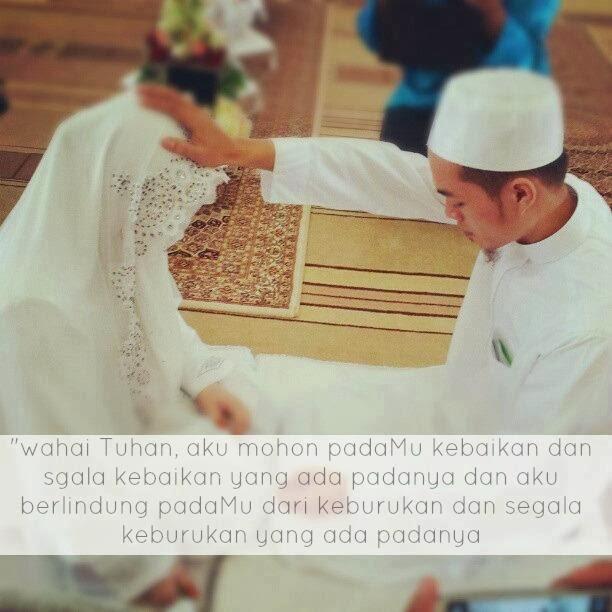 Suami memegang atau meletakkan tapak tangan di atas ubun-ubun atau kepada isteri dan berdoa