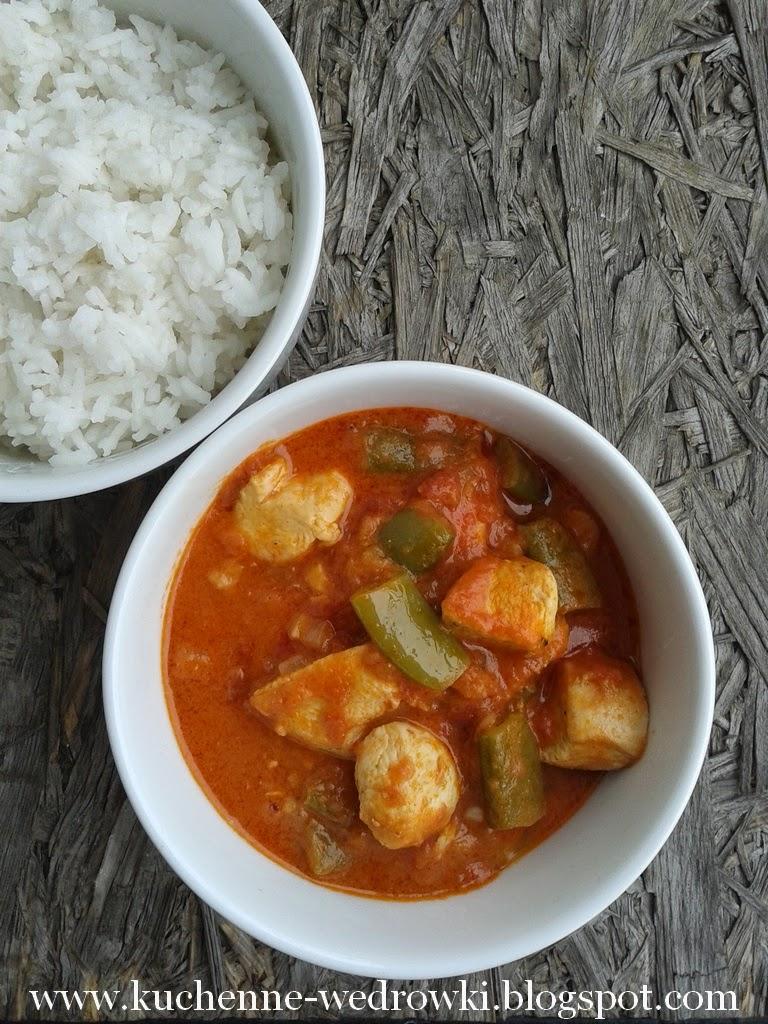 Czerwone curry z kurczakiem i groszkiem