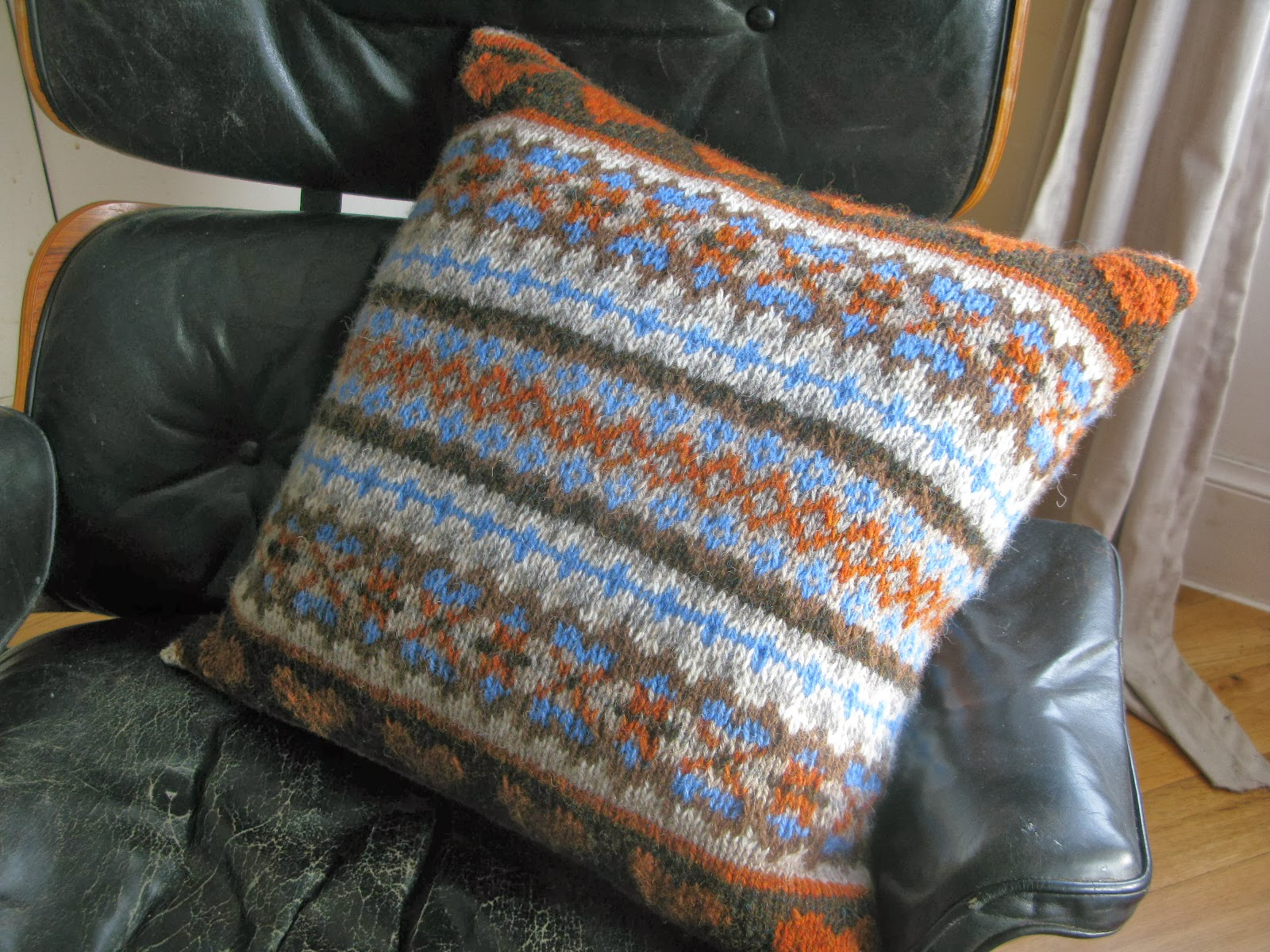 Free Knitting Patterns Cushions : littletheorem: Chunky Fairisle Cushion