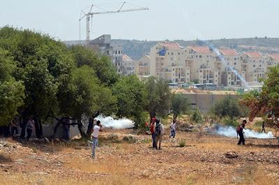 Brasileiros e palestinos são atingidos por bombas de gás e balas