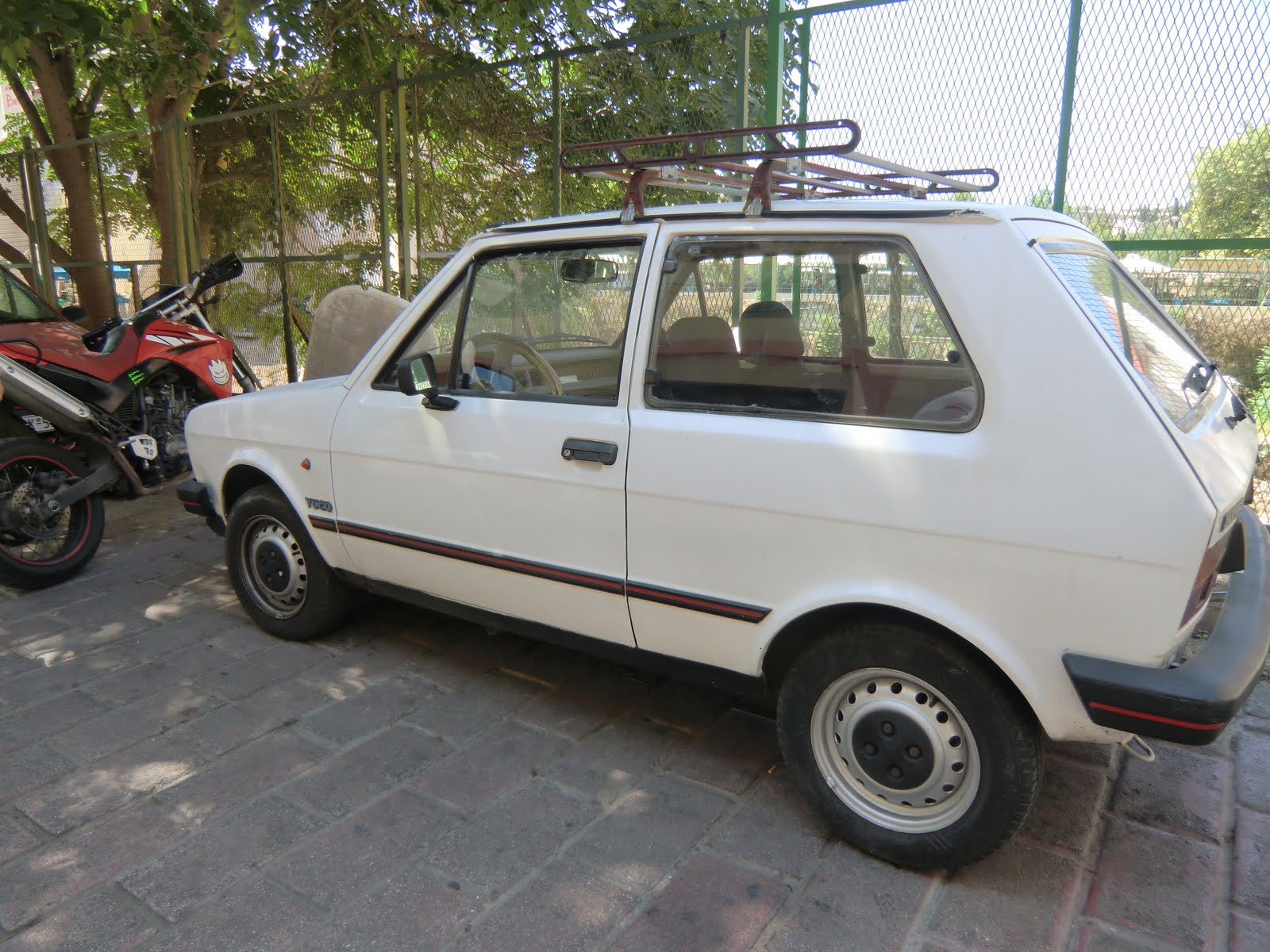 Tamerlane's Thoughts: Carspotting: Greece edition-- Yugo, Fiat, Land