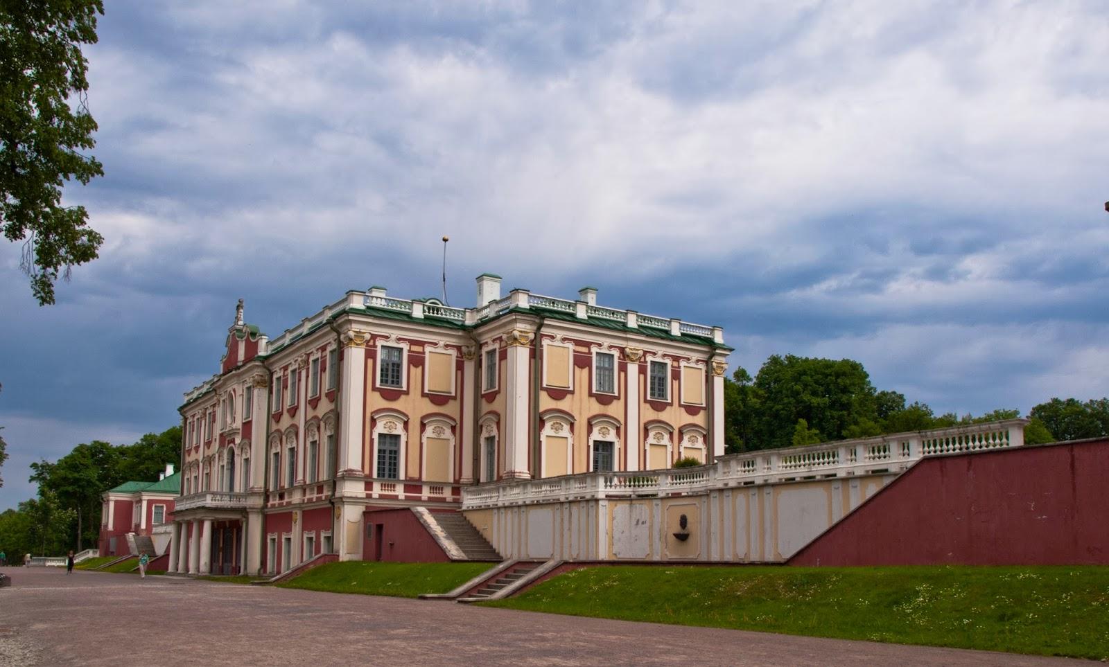 Дворец Кадриорг в Таллинне