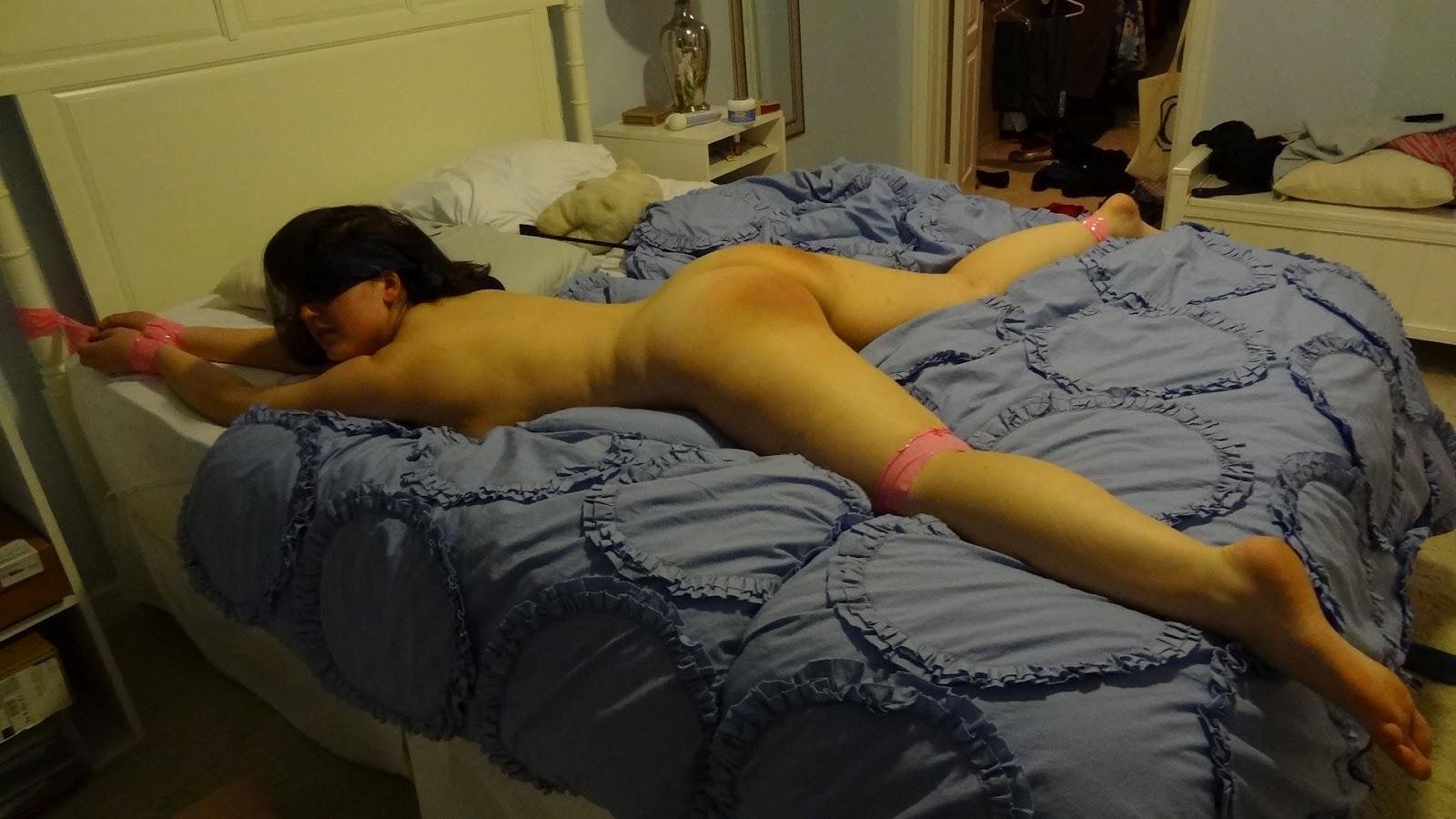 Фото девушки связанные на кровати 22 фотография