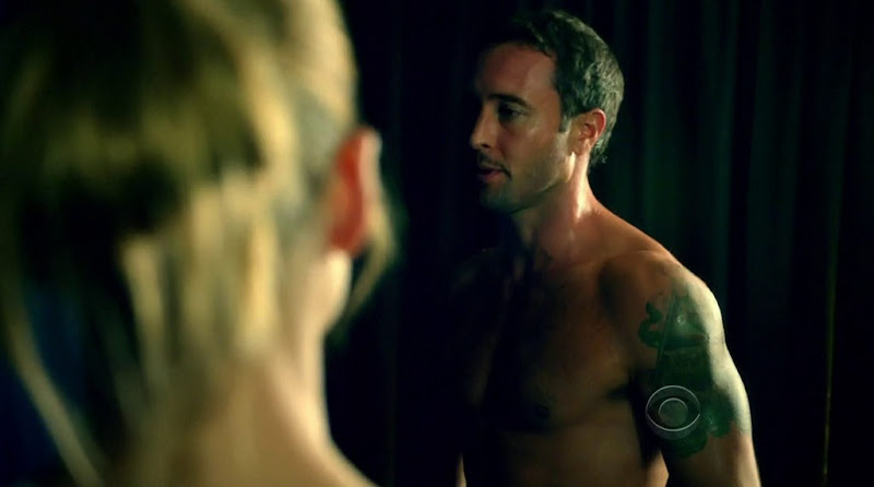 Alex O'Loughlin Shirtless in Hawaii Five-0 s2e06