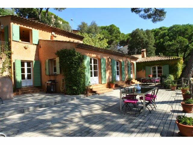 Ekskl.villa m/ svømmebasseng og utsikt utover Middelhavet til leie i Ste.Maxime/France.