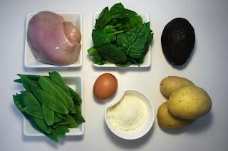 Ensalada caliente de guisantes frescos, pollo asado con parmesano y espinacas - ingredientes