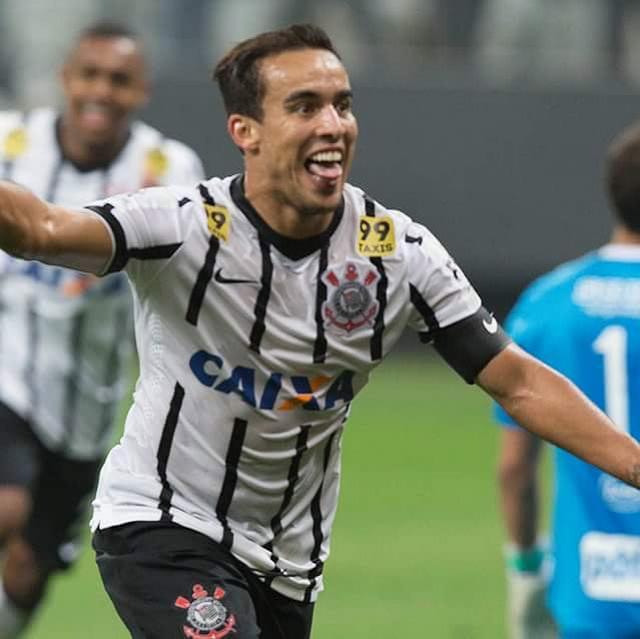 Corinthians vence a Ponte Preta dentro de casa