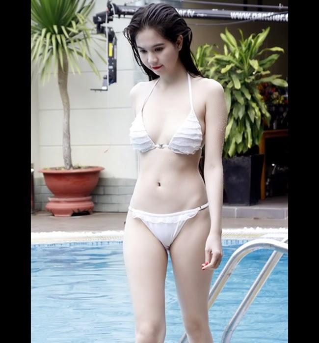 Sao Việt khéo khoe da với bikini trắng