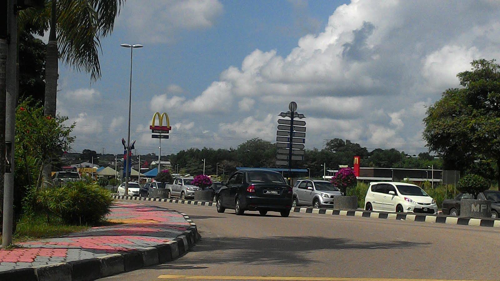 Mcdonald Drive Thru, Jalan Batu Pahat, Kluang Johor