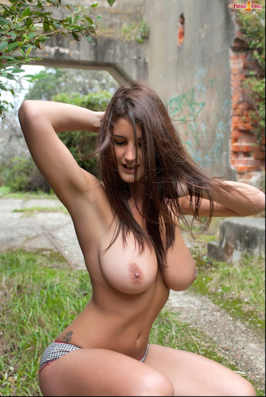 nude shaved girl home