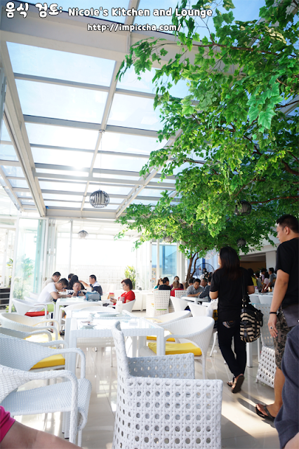 restaurant Nicole's Kitchen and Lounge