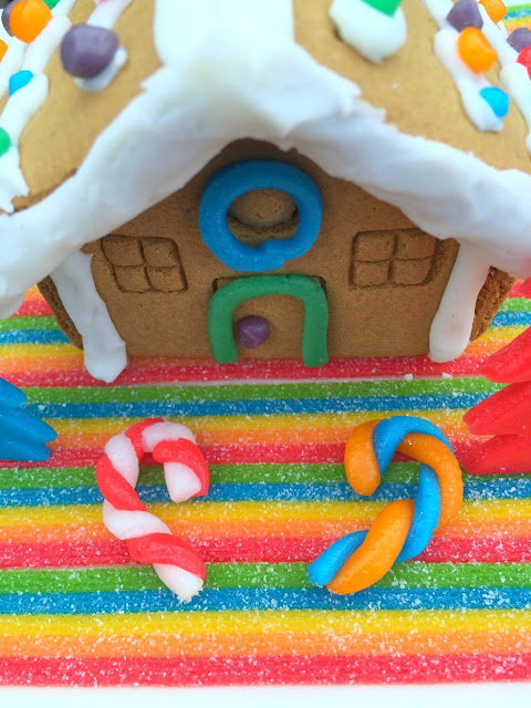 Gingerbread House Decorating | www.jacolynmurphy.com