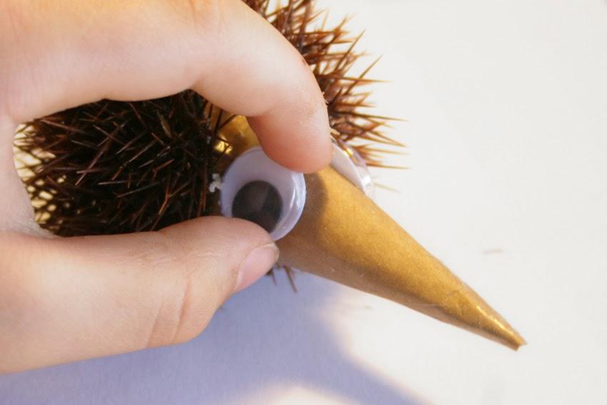 Manualidad: Erizo con cáscara de castaña12