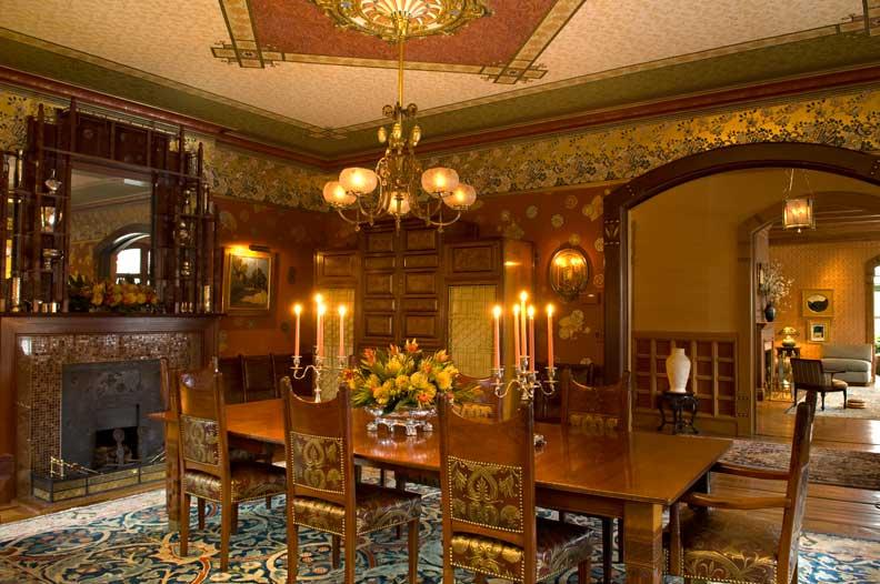 konsep ruang makan mewah bertema keemasan design rumah