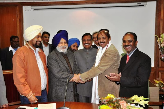 Ex-MP Satya Pal Jain,  Dr. Charanjit Singh Atwal, Speaker, Punjab Legislative Assembly, Mr. Arshad Ansari, President, Mr. Zulfikar Ali, General Secretary of Lahore Press Club