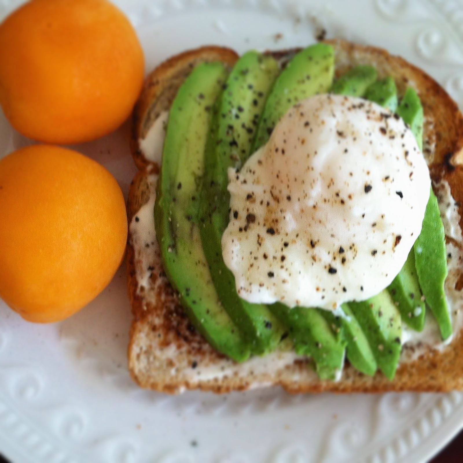 BuzzinBumble: Avocado Toast with Poached Eggs
