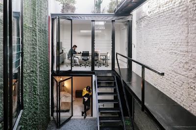 Vertical Garden Di Tengah Ruangan Kantor 11