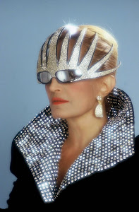 Look 70-80 :Dalida , star de la variété française et du disco.