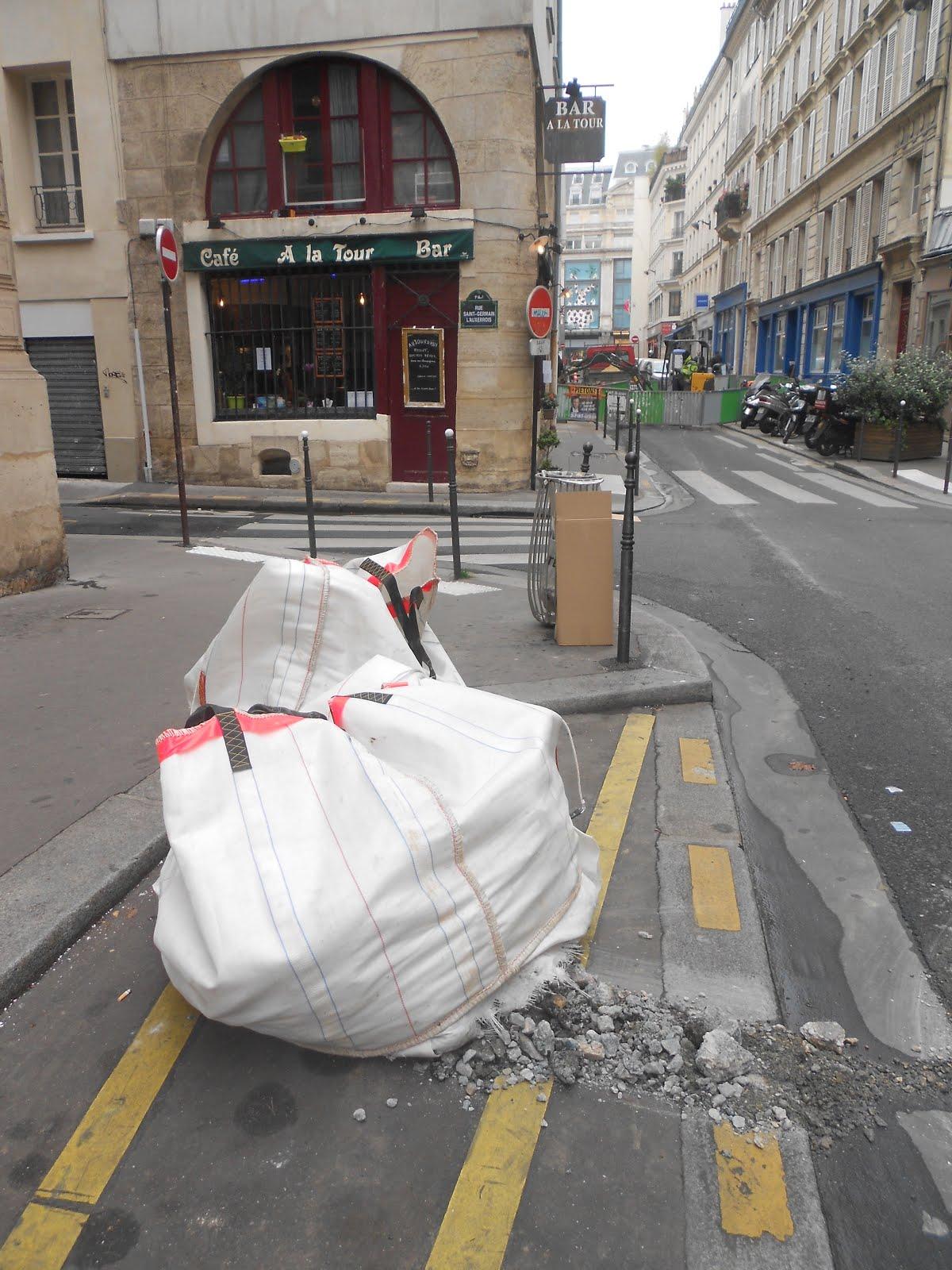 DECHETS  DANS LES RUES DE PARIS