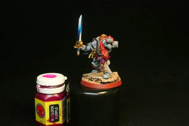 La cabeza está sangrando y para pintarla he usado Warlock Purple de Games Workshop