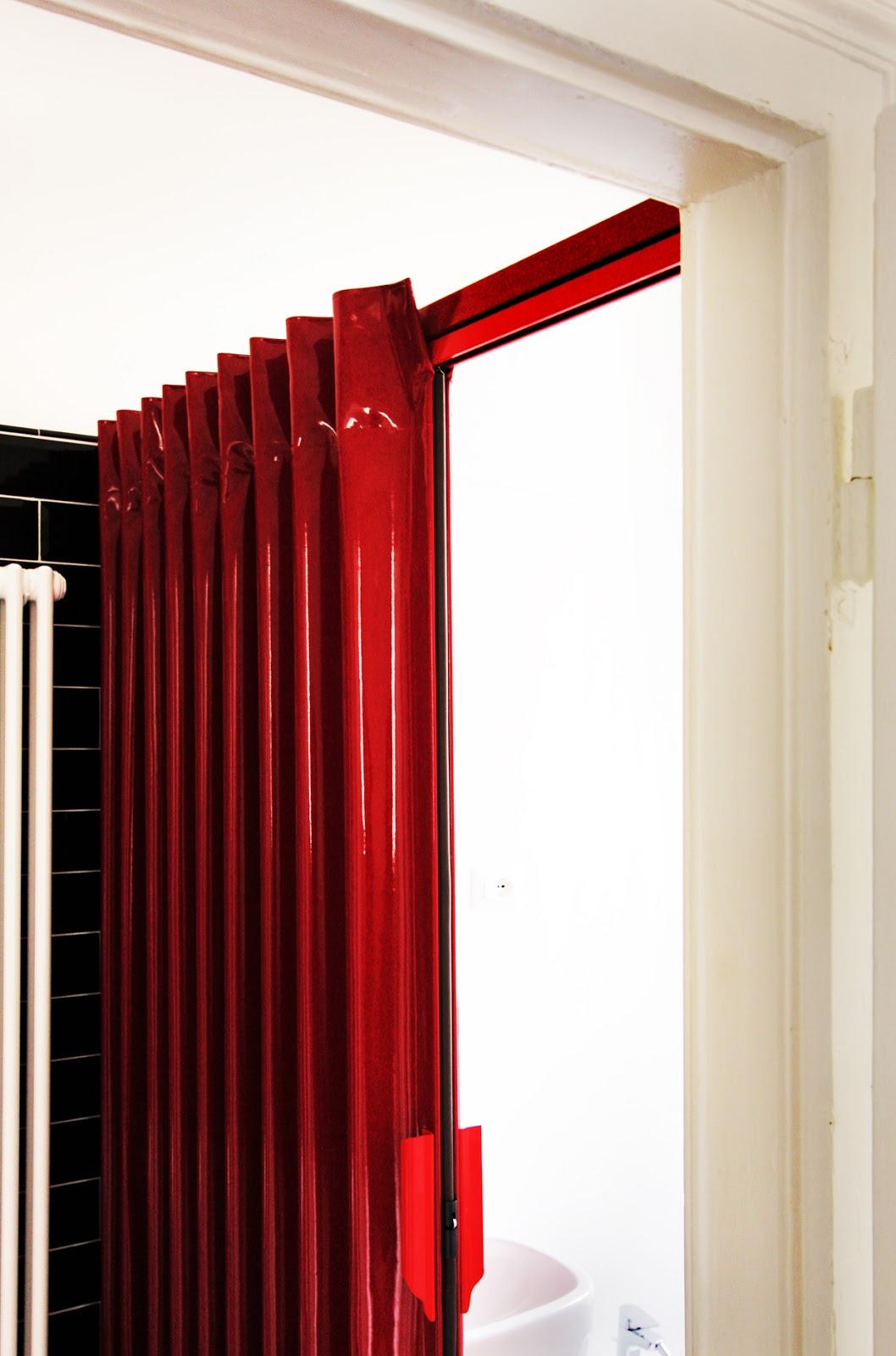 pareti tessili porta a soffietto rosso lucido architetto