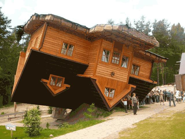 Rumah terbalik di Polandia