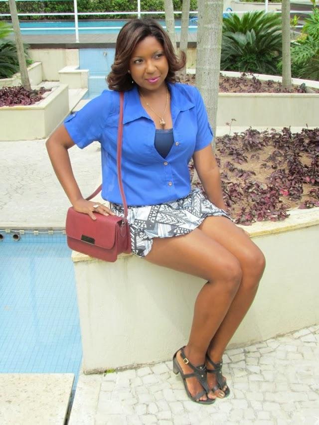 /look-do-dia-blusa-azul-chifon-skitrt-short-saia-estampa-geometrica-+etnica-bolsa-vermelha-2