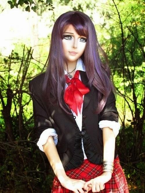 Bonecas da vida real, garotas que querem ser a Barbie.