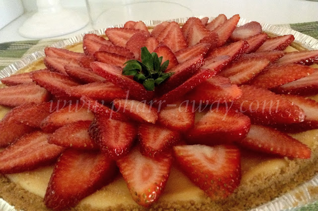 Cheesecake and strawberries