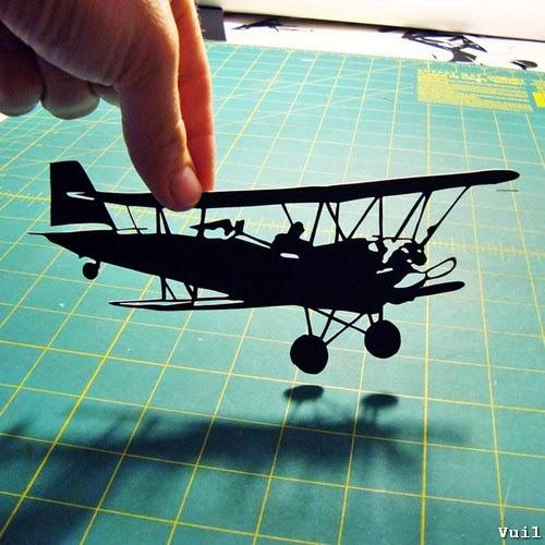 Cắt giấy thủ công hình máy bay