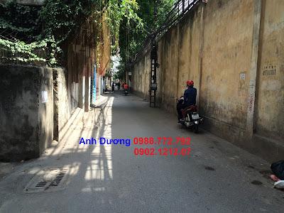 Đường trước căn nhà giá rẻ ngõ 173 Hoàng Hoa Thám, Ba Đình rộng 6m