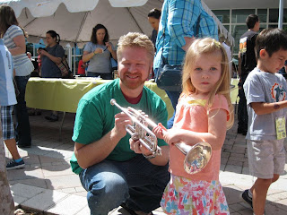 Musician showing child an instrament at Music for Munchkins